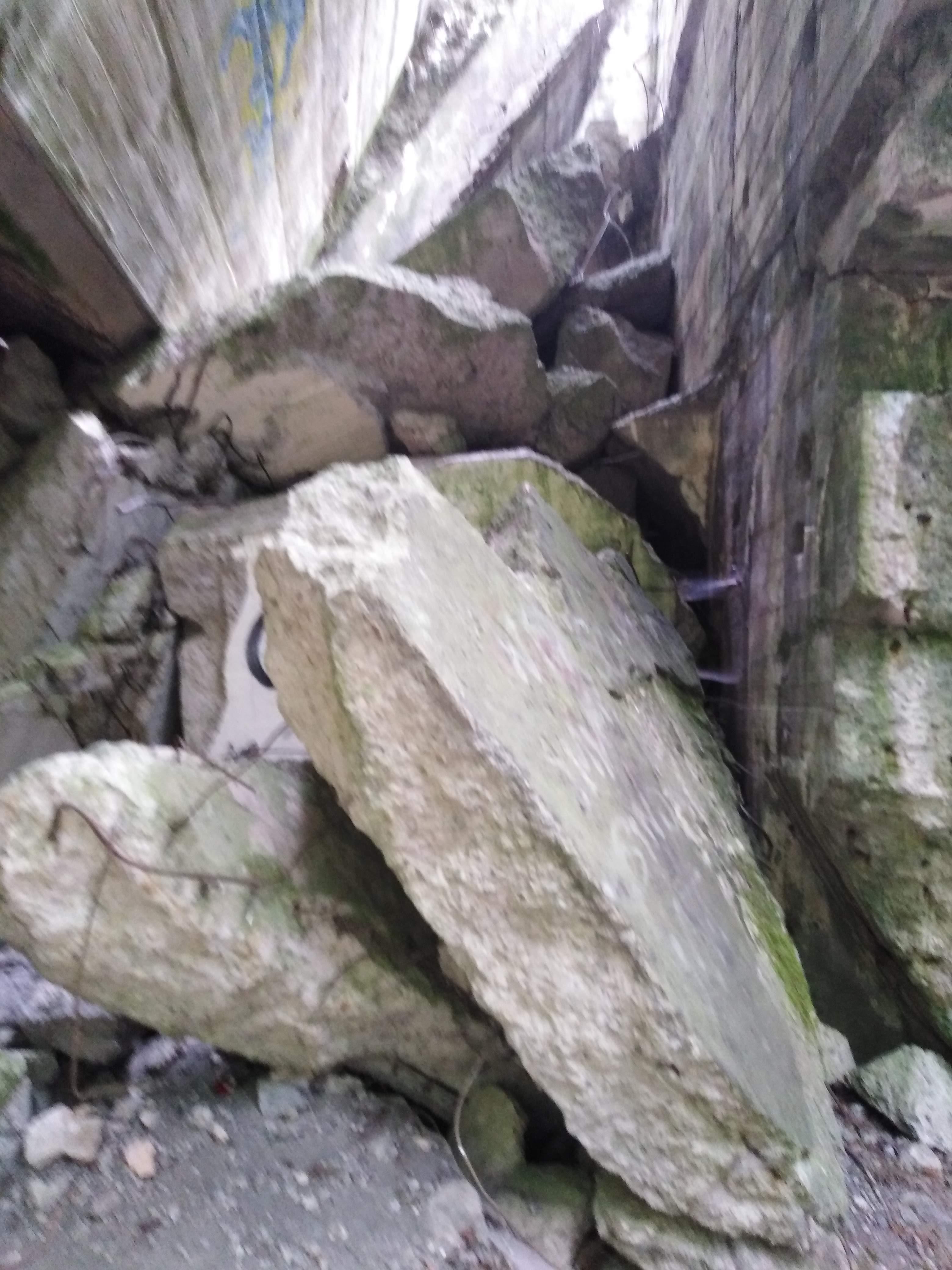 Wanderung Nähe Lanke / Lobetal: Absturzgefahr -  Ruine vom Lager Koralle